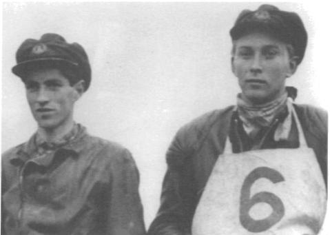 """""""Vi var fem kompisar som 1947 bildade ett gäng som vi döpte till Blixtarnas Motocross Team från Trollhättan. Leif Leverin körde Triumph och jag Norton."""""""
