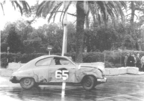 I Portugal 1959 var Erik nära att vinna EM i rally. Men det blev straffpoäng för att startnumret på dörrarna var målat i fel färg - det skulle vara svarta siffror på vit botten.