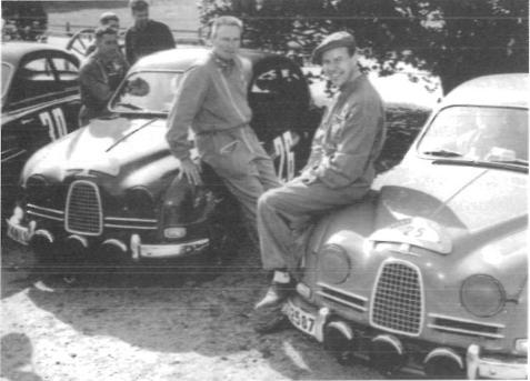 1959 vann Erik Midnattssolsrallyt tillsammans med kartläsaren Mario Pavoni. Med i rallyt var också var också Rolf Mellde, teknisk chef på Saab och den som anställde Erik 1956 som provförare och rallyförare.