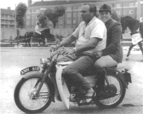 På sommaren 1963 gifte sig Erik med Pat, som parallellt med sitt rallyåkande också tävlade med hästar.