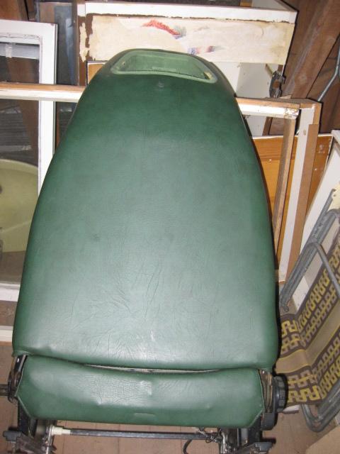 Saab-96-99-grön-stol-baksida